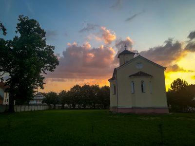 crkva-spolja-pozadi-mini
